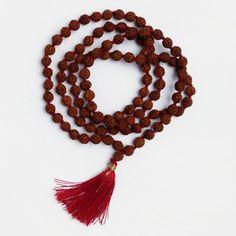 Amuletă rudraksha mala originală, semințe de rudraksha și fir roșu de mătase, India #metaphora #malas ashka #amulet #mala