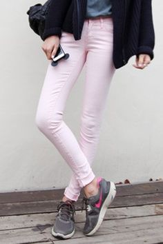 Today's Hot Pick :Five Pocket Skinny Pants http://fashionstylep.com/P0000TST/elevenam/out Look even adorable even if you finish a laid-back look with these five pocket skinny pants. The item looks best if worn with printed loose shirt and slip-on rubber shoes. -Mid rise -Button and zipper closure -Five pockets -Skinny fit -Colors: white, pink, blue and black