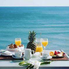 Sağlıklı ve mutlu bir gün geçirmeniz dileğiyle hepinize GÜNAYDIN. Morning Breakfast, Breakfast In Bed, Morning Coffee, Good Morning, Coffee Milk, I Love Coffee, Coffee Break, Wonderful Places, Beautiful Places