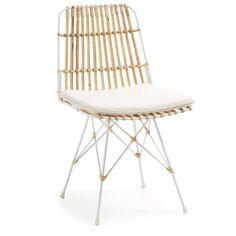 Chaise en rotin avec structure de métal peint en blanc. Coussin déhoussable en coton écru. Dimensions: H 80cm x L 47cm x P 54cm. Montage: Pas d'assemblage nécessaire / Entretien: Nettoyer avec un chiffon humide.