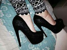 #black #heels #printpants #tacones #zapatos   www.yoamoleszapatos.com