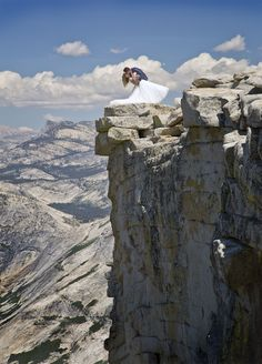 Photographer Conquers Fear of Heights to Capture Beautiful Images of a Yosemite Wedding