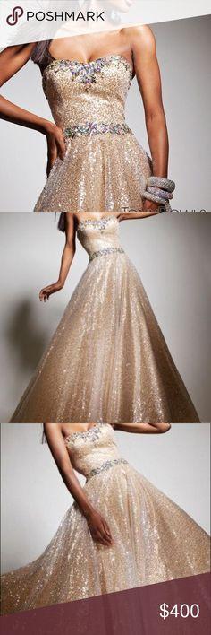 Gold, Sequin Tony Bowls Le Gala Formal Dress Size 4, no alterations made. Tony Bowls Dresses Prom