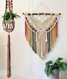 Macrame Design, Macrame Art, Macrame Knots, Weaving Projects, Macrame Projects, Macrame Wall Hanger, Large Macrame Wall Hanging, Bohemian Crafts, Retro Crafts