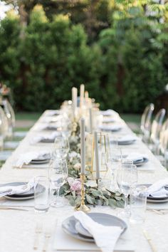 Elegant sparkling 40th birthday decor: Photography : L & B Photography Read More on SMP: http://www.stylemepretty.com/living/2016/12/12/say-hello-to-a-new-decade-with-a-gorgeous-and-sparkling-dinner/