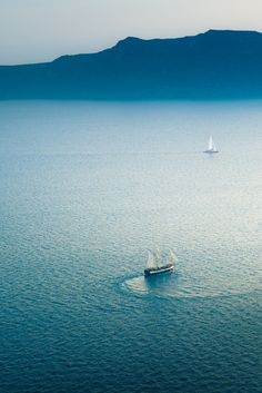 sailing on the ocean blue // Santorini, Greece Places To Travel, Places To See, Travel Things, Travel Stuff, Places Around The World, Around The Worlds, Santorini Grecia, Santorini Travel, Santorini Island