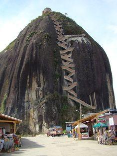 escaliers, spirale, colimaçon, monter, descendre, maison, immeuble, marches, rampe, montagne... Le Rocher de Guatapé, Antioquia, en Colombie (702 marches)