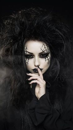 Pin by domonick desoto on gothic romance in 2019 модели, кра Halloween Imagem, Halloween Kostüm, Halloween Makeup, Gothic Vampire, Dark Gothic, Gothic Art, Dark Beauty, Goth Beauty, Hot Goth Girls