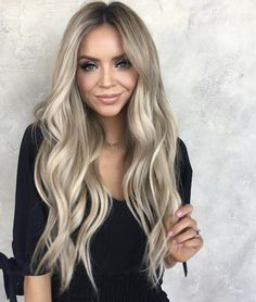 34 Gorgeous Blonde with Brown Highlights in 2018 Find here the fantastic choice of blonde hair colors a long with brown highlights. Ladies who always search for latest shades of blonde hair colors they can see here for modern options of blonde and brown h Blonde Hair Shades, Blonde Hair With Highlights, Brown Highlights, Brown Blonde Hair, Cream Blonde Hair, Blonde Long Hair, Blonde Dye, Long Brunette, Hair Streaks