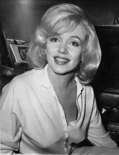 마릴린 먼로(Marilyn Monroe) - Part 9 Old Hollywood Stars, Golden Age Of Hollywood, Classic Hollywood, Marilyn Monroe Death, Marilyn Monroe Photos, Divas, Mae West, John Galliano, Jean Jacques Goldman