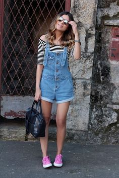 look do dia_jardineira jeans_superga pink_Jessica Velasco Look Fashion, Girl Fashion, Fashion Outfits, Fashion Trends, Cool Outfits, Summer Outfits, Casual Outfits, Superga Outfit, Salopette Short