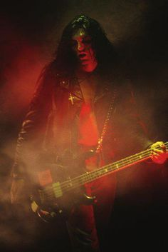 One of my favorite pictures of Peter Steele. He looks like a rock god without trying.