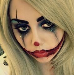 These Halloween Makeup Ideas Will Make You Go 'WOW' [[MORE]] Witching Hour This makeup makes use of different dark colors to create a witching appeal. Maquillage Halloween Clown, Clown Halloween, Halloween Looks, Halloween Face Makeup, Halloween 2019, Halloween Costumes, Halloween Post, Halloween Stuff, Creepy Clown Makeup