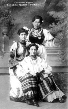 Narodne nosnje - Girls in Folkloric Dress, Serbia