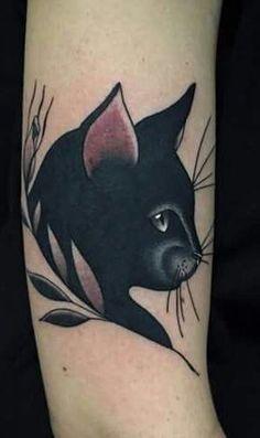 Tatouage tete de chat noir sur http://tatouagefemme.eu/tatouage-chat/