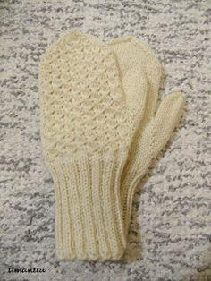 ILOA ITSE TEHDEN: Lapaset Knit Mittens, Mitten Gloves, Knitting Socks, Knitted Hats, Baby Knitting Patterns, Knitting Stitches, Stitch Patterns, Quick Knits, Knitting Magazine