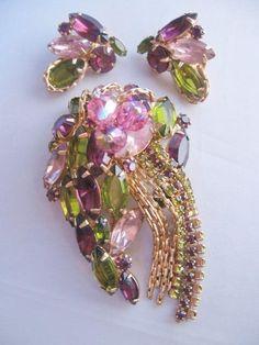 Juliana Rhinestone Brooch Pink Lavender Purple AB Aurora Borealis Domed Pin DeLizza Elster D /& E Jewelry