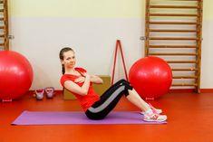 Ak sú cviky na brucho obľúbenou súčasťou tvojich tréningov, zacvič si týchto 6 skutočne efektívnych. Tvoj vysnívaný cieľ bude s nimi opäť o čosi bližšie. Health Diet, Gym Equipment, Home Goods, Exercise, Humor, Fitness, Sexy, Food, Ejercicio