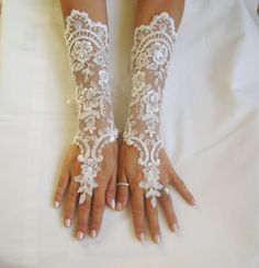 Elegant ivory lace bridal gloves Only 1 pair available. Wanting to feel yourself unique for you I am sending the post office. arrival