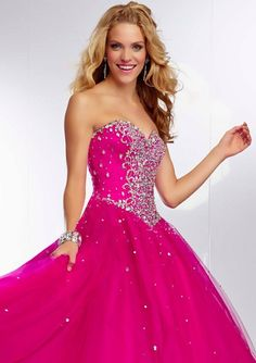 Style YAZVL Embroidered and Beaded Bodice on a Tulle Ball Gown Skirt  Corset Tie Back. Colors Available: Fuchsia, Royal, Stiletto. Sizes Available: 0-24   Precio :$1.482.250 Pesos Colombianos Precio : $ 823 Dolares Americanos