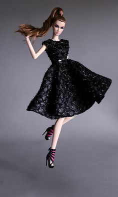 Fashion Royalty Dolls, Fashion Dolls, Fashion Dresses, Diy Barbie Clothes, Doll Clothes, Moda Fashion, High Fashion, Diva Dolls, Dolls Dolls