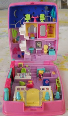 Im craving some Polly pocket. 90s Toys, Retro Toys, Vintage Toys, 90s Childhood, Childhood Memories, Polly Pocket World, Poly Pocket, Mini Things, Sweet Memories
