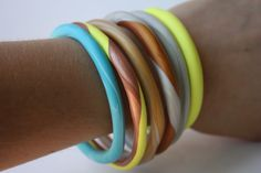 DIY bangles - polymer clay, bake at 275 degrees for 20 minutes. Bangles never fit my wrists. Polymer Clay Projects, Diy Clay, Homemade Clay, Polymer Clay Bracelet, Do It Yourself Jewelry, Bijoux Diy, Clay Creations, Jewelry Crafts, Jewelry Art