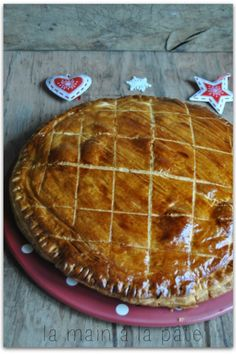 Galette of kings with frangipane {recipe of Cyril Lignac} Frangipane Creme Patissiere, Lemon Butter Caper Sauce, Chefs, Galette Des Rois Recipe, Frangipane Recipes, American Dishes, Healthy Desserts, Sweet Recipes, French Recipes