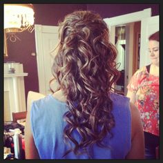 Half up, half down hairstyle for a formal event. Wedding hair.