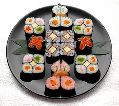 Un nou trend în gastronomie: Mosaic Sushi Kinds Of Sushi, My Sushi, Sushi Love, Sushi Japan, Arte Do Sushi, Sushi Art, Japanese Food Sushi, Japanese Dishes, Cooking Sushi