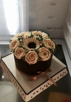 Buttercream piped flowers