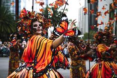 Halloween Parade, Halloween Face, Monarch Butterfly Costume, Howleen Wolf, Mexican Fashion, Dance Images, Trunk Or Treat, Mexican Folk Art, Body Painting
