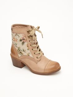 ROXY Newton Boots. Just got these and i LOVE them!