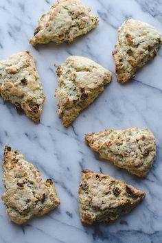 This Gluten Free Scottish Oat Scones recipe is AMAZING! Simply adapts to non-gluten free. These are my family's favorite weekend breakfast! | Gluten Free | Vegetarian | @tasteLUVnourish