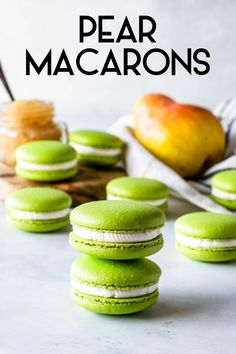 Pear Macarons - Pies and Tacos Macarons, Baking Recipes, Cookie Recipes, Dessert Recipes, Macaroon Cookies, Shortbread Cookies, Macaron Cake, Jelly Cookies, Pear Jam