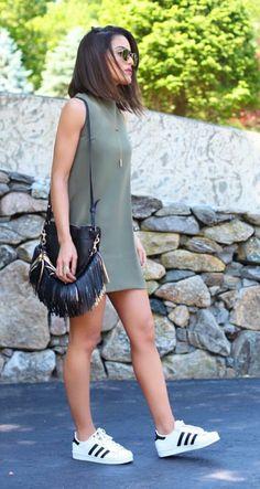 camila coelho look militar casual chic tenis adidas e vestido Mais New York Fashion, Runway Fashion, Trendy Fashion, Fashion Looks, Fashion Trends, Women's Fashion, Moda Fashion, Sport Fashion, Ladies Fashion