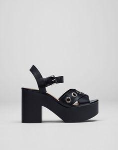 Pull&Bear - mujer - calzado - últimas novedades - sandalia detalles metálicos - negro - 11875211-V2017