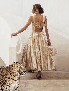 10 Fashion Labels we bet Frida Kahlo Would have Loved Fashion 2020, Look Fashion, Fashion Outfits, Fashion Design, Central Saint Martins, Vestido Casual, Kinds Of Clothes, Fashion Labels, Kaftan