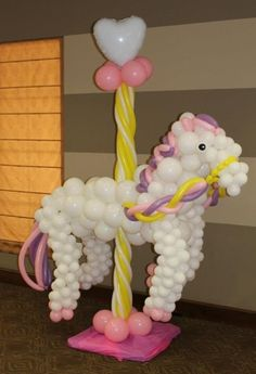 Learn to create balloon decorations, how to twist balloons and how to make balloon animals with our online courses and tutorials My Little Pony Balloons, Balloons And More, My Little Pony Party, Carousel Cake, Carousel Party, Carousel Birthday, Balloon Tower, Balloon Columns, Balloon Arch