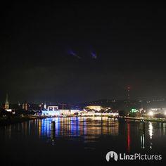 #nightout  #skyline #linz #austria #linzpictures #diebestenbilderderstadt #igerslinz #igersaustria #linzer #danube #donau #downtown #citylife #night #potd #mood #drinks #alkohol #upperaustria #cruise