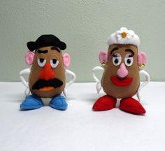 Sr e Sra Cabeça de Batata do Kit 2 Toy Story feito em feltro. Ideal para decoração de mesas ou quarto. Enchimento siliconado anti-alérgico. Não necessitam de suporte para ficar em pé.  Fazemos toda a coleção de Toy Story.  (OBS.: O custo do frete é por conta do comprador) R$ 125,00
