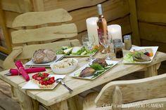 Avec votre nuit en hébergement cabane dans les arbres, offrez vous en cadeau un dîner terroir du restaurant de pays chez Jako et un apéritif local