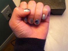 Flying birds on thumb, feather on accent nail.