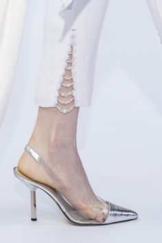 Ralph & Russo at Couture Fall 2019 - Details Runway Photos embellish white pants Salwar Designs, Kurti Designs Party Wear, Kurta Designs Women, Trouser Pants, Trousers Women, Pants For Women, Capri Trousers, Adidas Pants, Ankle Pants