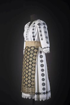 #rotexte Folk Costume, Costumes, Compass Rose, Ethnic Dress, Ethnic Fashion, Romania, Hand Embroidery, Textiles, Clothes