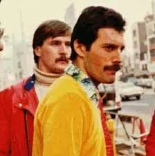 Rare photos of the man, the legend, Freddie Mercury . Queen Photos, Queen Pictures, Brian May, John Deacon, Queen Lead Singer, Bill Reid, Princes Of The Universe, King Of Queens, A Kind Of Magic