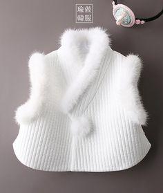 Korean Traditional, Traditional Outfits, Korean Fashion, Kids Fashion, Oriental Fashion, Oriental Style, Baby Girl Winter, Vogue Korea, Girl Closet