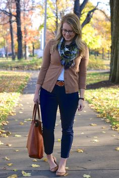 autumn colors: tan, navy, and green - cute outfit idea from fashion blogger/medical student.