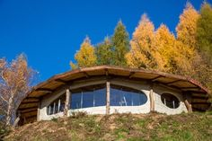 Some more pictures of Hobbitówa, found here. This beautiful hobbit house is located in Krzywcza, Poland. It was made by the polish architect Bogdan Pekalski, and is built out of natural materials with. Cob Building, Building A House, Earth Dome, Resort Plan, Mud House, Tiny House, Earth Bag Homes, Organic Structure, House In Nature