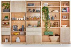 Styling voor Lundia Original buffetkasten | Op maat gemaakt Living Room Storage, Home Living Room, Living Spaces, Library Shelves, Bookshelves, Plywood Shelves, Cute Little Houses, Workspace Inspiration, Shelf Design